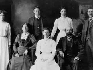 Thomas Pockett and Family 1912